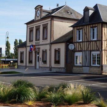 Place de la mairie d'Etreville