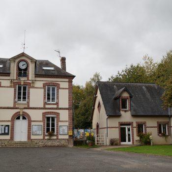 PLace de la mairie d'Honguemare-Guenouville